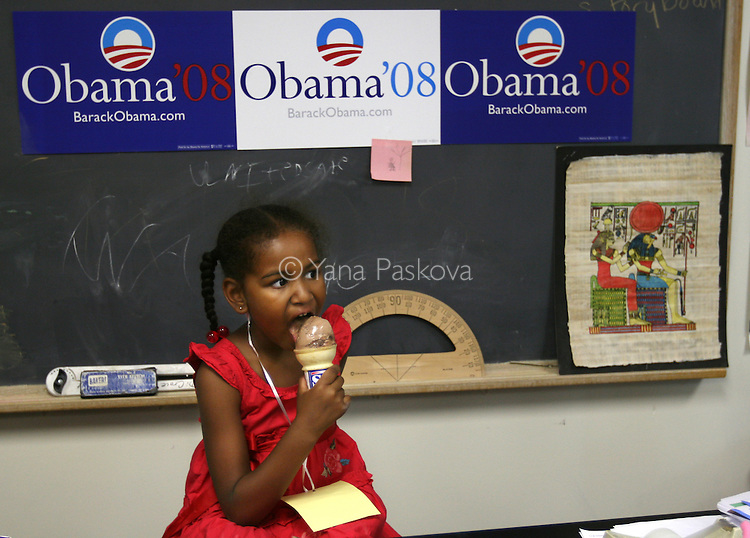 Sasha Obama, daughter of Democratic presidential hopeful Senator Barack Obama and Michelle Obama, eats some ice cream as her mom greets supporters after speaking at a Women for Obama rally. Michelle arrived there with her daughters Sasha and Malia, and her mother Marian Robinson, in Concord, New Hampshire, on June 2, 2007. .