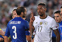 FUSSBALL EURO 2016 VIERTELFINALE IN BORDEAUX Deutschland - Italien      02.07.2016 Offensichtlich nicht ganz einer Meinung: Giorgio Chiellini (li, Italien) und Jerome Boateng (re, Deutschland)