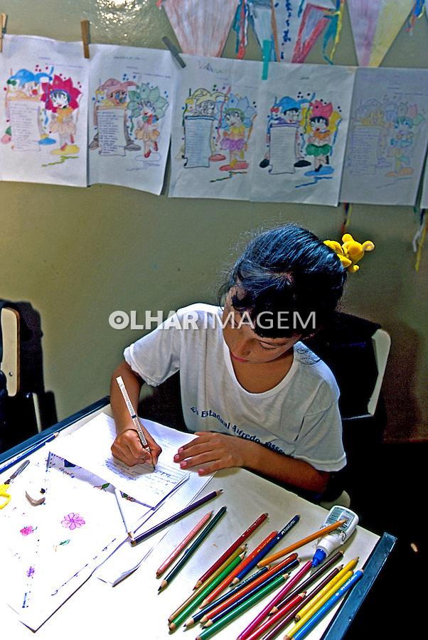 Criança na escola. Morrinhos, Goiás. 2000. Foto de Juca Martins.