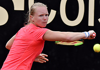 BOGOTA -COLOMBIA. 13-04-2017. Kiki Bertens (NED) durante juego contra Francesca Schiavone (ITA) de cuartos de final del Claro Open Colsanitas WTA 2017 jugado en el Club Los Lagartos en Bogota. /  Kiki Bertens (NED) during match against Francesca Schiavone (ITA) for the quater final of Claro Open Colsanitas WTA 2017 played at Club Los Lagartos in Bogota city. Photo: VizzorImage/ Gabriel Aponte / Staff