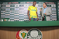 SÃO PAULO,SP,01.07.2016 - FUTEBOL-PALMEIRAS - O zagueiro Mina durante entrevista na Academia de Futebol, na Barra Funda zona oeste de São Paulo, na tarde desta sexta-feira (01). ( Foto : Marcio Ribeiro / Brazil Photo Press)