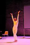 ROBERT PLANT<br /> <br /> Conception : Ga&euml;tan Bulourde<br /> Interpr&eacute;tation : Ga&euml;tan Bulourde, Valerie Castan<br /> Compagnie : Villa Lobos ASBL<br /> Musique : Fred Bigot<br /> Lumi&egrave;res : Sylvie Garot<br /> Robot : C&eacute;cile Guigny<br /> Cadre : Festival Uzes danse 2013<br /> Lieu : Jardin de l&rsquo;&Eacute;v&ecirc;ch&eacute;<br /> Ville : Uzes<br /> 17/06/2013<br /> &copy; Laurent Paillier / photosdedanse.com