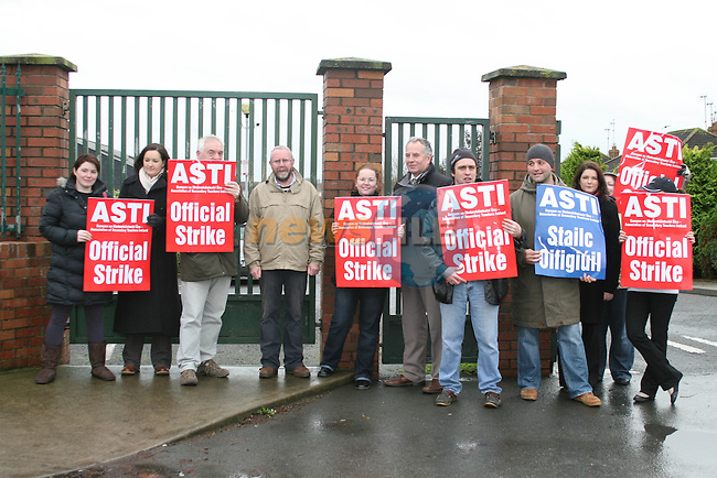 Cllr. Oliver Tully with others outside St Josephs CBS. Official Dispute..Photo NEWSFILE/Jenny Matthews.(Photo credit should read Jenny Matthews/NEWSFILE)....This Picture has been sent you under the condtions enclosed by:.Newsfile Ltd..The Studio,.Millmount Abbey,.Drogheda,.Co Meath..Ireland..Tel: +353(0)41-9871240.Fax: +353(0)41-9871260.GSM: +353(0)86-2500958.email: pictures@newsfile.ie.www.newsfile.ie.FTP: 193.120.102.198.