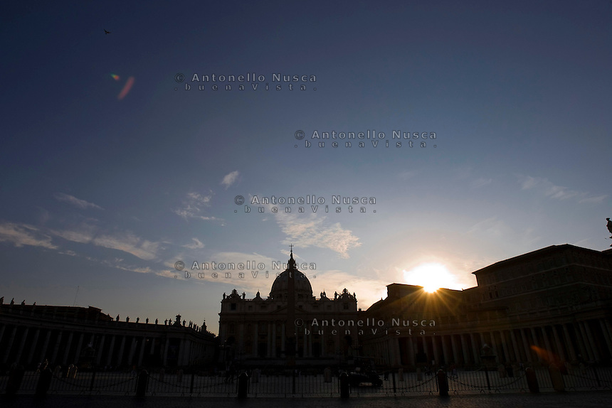 Tramonto Piazza di San Pietro. Sunset in Saint Peter Square