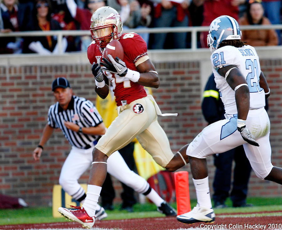 TALLAHASSEE, FL 11/6/10-FSU-NC FB10 CH-Florida State's Rodney Smith pulls in the Seminole's second touchdown catch as North Carolina's Da'Norris Searcy closes during first half action Saturday at Doak Campbell Stadium in Tallahassee. .COLIN HACKLEY PHOTO