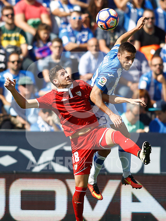CD Leganes' Omar Ramos (r) and Sevilla FC's Sergio Escudero during La Liga match. October 15,2016. (ALTERPHOTOS/Acero)