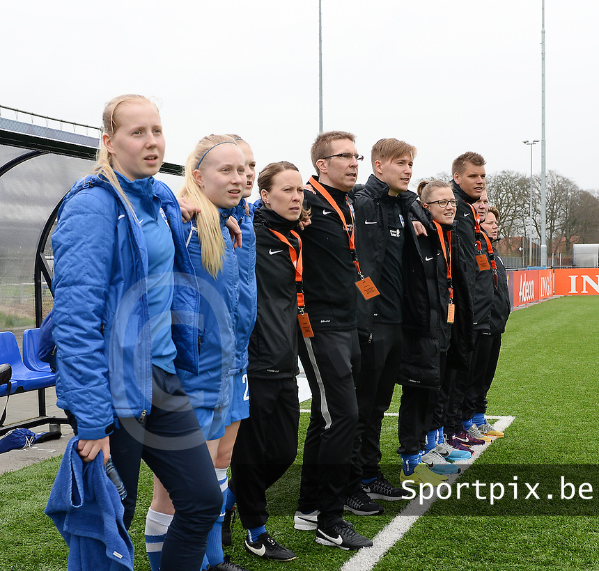 20160405  - Eibergen , NETHERLANDS : Finland's staff and substitutes pictured during the soccer match between the women under 19 teams of Finland and Belarus , on the first matchday in group 3 of the UEFA Women Under19 Elite rounds in Eibergen , Netherlands. Tuesday 5 th April 2016 . PHOTO DIRK VUYLSTEKE / Sportpix.be