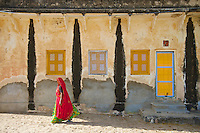 Rajasthan_Sambar west of Jaipur, next to one of the largest Saltlakes in India a Hindu Temple next to the lake.