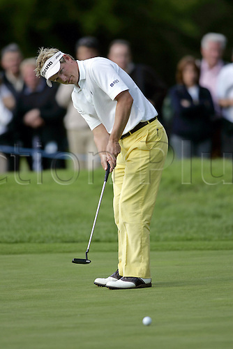 25 May 2006: English golfer Luke Donald (ENG) putting on the 15th Gren during the first round of the BMW Championship, played on the West Course at Wentworth. Photo: Glyn Kirk/Actionplus...060525 golf man male putt putter