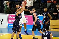 ZWOLLE - Basketbal, Landstede - Donar,  Dutch Basketball League, seizoen 2017-2018, 20-01-2018,  Donar speler Sean Cunningham in duel met Landstede speler Franko House