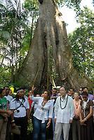 O secretário geral da ONU Ban Ki Moon, ministra Marina Silva, a governadora Ana Júlia Carepa (de branco) e marcos Apurinã , liderança indígena durante sua visita a região das ilhas em Belém.<br /> Belém Pará Brasil<br /> 13/11/2007<br /> Foto Paulo Santos/Interfoto