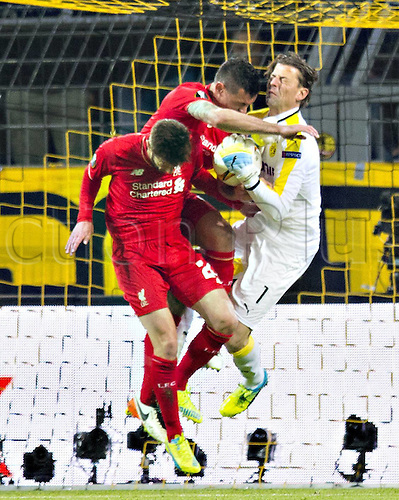 07.04.2016. Dortmund, Germany. Europa League quarterfinal. Borussia Dortmund versus Liverpool FC at the Signal Iduna Park Dortmund. Keeper Roman Weidenfeller (Borussia Dortmund 1)  is injuted by the charging Lovern from a header saved