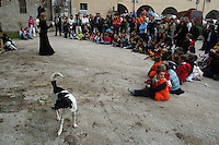 Artisti di strada durante una manifestazione a Gubbio..Street artists at a rally in Gubbio.....