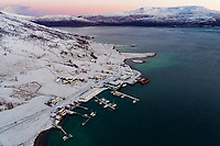 Luftbildaufnahme der Marina von Kvaloyvagen, Norwegen, Atlantik / Aerial View from the Marina of Kvaloyvagen, Norway, Atlantic Ocean