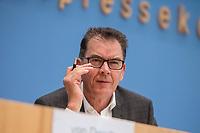 """Entwicklungshilfe Minister Gerd Mueller (CSU) stellte am Montag den 9. September 2019 in Berlin das Fair-Siegel """"Gruener Punkt"""" vor.<br /> Unterstuetzt wird die Kampagne u.a. von der ev. Kirche Deutschland, Tschibo und dem Bekleidungsunternehmen VAUDE.<br /> Im Bild: Entwicklungshilfe Minister Gerd Mueller.<br /> 9.9.2019, Berlin<br /> Copyright: Christian-Ditsch.de<br /> [Inhaltsveraendernde Manipulation des Fotos nur nach ausdruecklicher Genehmigung des Fotografen. Vereinbarungen ueber Abtretung von Persoenlichkeitsrechten/Model Release der abgebildeten Person/Personen liegen nicht vor. NO MODEL RELEASE! Nur fuer Redaktionelle Zwecke. Don't publish without copyright Christian-Ditsch.de, Veroeffentlichung nur mit Fotografennennung, sowie gegen Honorar, MwSt. und Beleg. Konto: I N G - D i B a, IBAN DE58500105175400192269, BIC INGDDEFFXXX, Kontakt: post@christian-ditsch.de<br /> Bei der Bearbeitung der Dateiinformationen darf die Urheberkennzeichnung in den EXIF- und  IPTC-Daten nicht entfernt werden, diese sind in digitalen Medien nach §95c UrhG rechtlich geschuetzt. Der Urhebervermerk wird gemaess §13 UrhG verlangt.]"""