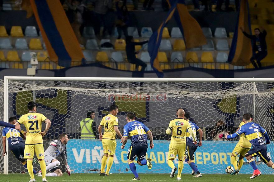 Viña del Mar 10 de Agosto 2018 / Alvaro Madrid convierte su gol y el uno por cero para su equipo, durante el partido entre los equipos de Everton vs Universidad de Concepcion por la decimonovena fecha del Campeonato Nacional 2018, jugado en el Estadio Sausalito FOTO: Ernesto Zelada - Xpress Media