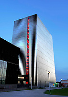 Nederland - Amsterdam - 2019. Science Park. Datacenter Equinix AM4. Door de toenemende vraag van bedrijven om hun ict te verplaatsen naar de cloud, heeft Equinix de beschikbare ruimte uitgebreid. Het datacenter ligt op een van de meest netwerkdichte locaties van Europa. Foto Berlinda van Dam / Hollandse Hoogte