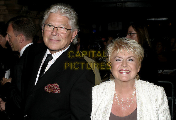 GLORIA HUNNIFORD.The Woman in White World Premiere, Palace Theatre, Shaftesbury Avenue, London, September 15th 2004..half length huniford.Ref: AH.www.capitalpictures.com.sales@capitalpictures.com.©Capital Pictures.