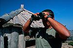 Italie. Italia. Sardaigne. Sardinia.Pietro Messina (debout ) dans sa cabane au sommet du Monte Novo san Giovanni