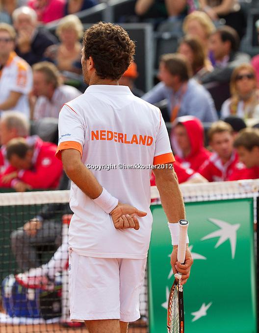 15-09-12, Netherlands, Amsterdam, Tennis, Daviscup Netherlands-Suisse, Doubles, Jean-Julian Rojer  giving hand signals