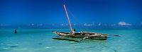 Afrique/Afrique de l'Est/Tanzanie/Zanzibar/Ile Unguja/Kiwenga: lagon et boutre de pêcheur