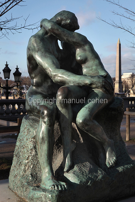 Le Baiser (The Kiss), bronze, 1881-1898, by Auguste Rodin (1840-1917), Jardin des Tuileries (Tuileries Gardens), 1664, Le Nôtre, Paris, France. Egyptian obelisk of Place de la Concorde visible in the distance. Picture by Manuel Cohen