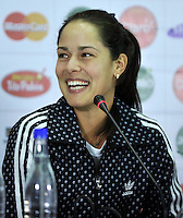 BOGOTA - COLOMBIA - 05-12-2013: Ana Ivanovic, tenista de Serbia, habla durante rueda de prensa antes del partido frente a Maria Sharapova, tenista de Rusia.  / Ana Ivanovic, Serbian tennis player, speaks during a press conference before the match against the Russian tennis player Maria Sharapova during the Master Claro. / Photo:  VizzorImage / Luis Ramirez / Staff