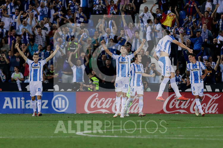 CD Leganes's players celebrate the victory during La Liga match between CD Leganes and FC Barcelona at Butarque Stadium in Madrid, Spain. September 26, 2018. (ALTERPHOTOS/A. Perez Meca)