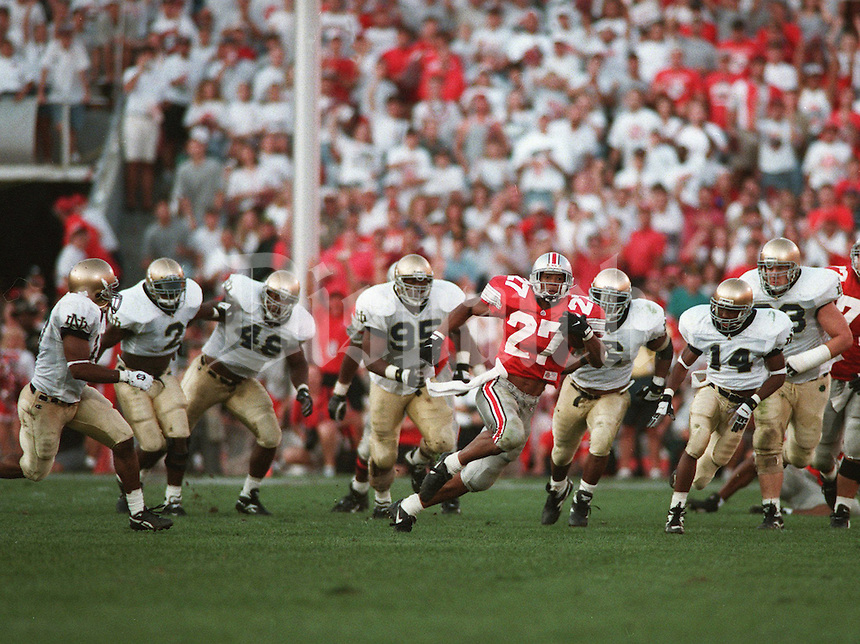 Eddie George gets away from the Notre Dame defense on a long run.  OSU Buckeyes vs. Notre Dame Fighting Irish . Ohio State University college football . Game played on Sat., September 30, 1995. (Dispatch photo by Fred Squillante)