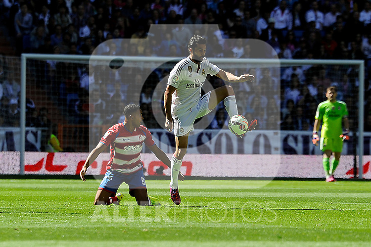 Real Madrid´s Alvaro Arbeloa and Granada´s Youssef El Arabi during 2014-15 La Liga match between Real Madrid and Granada at Santiago Bernabeu stadium in Madrid, Spain. April 05, 2015. (ALTERPHOTOS/Luis Fernandez)