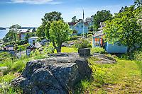 Stuga med trädgård på Dalarö i Stockholms skärgård.