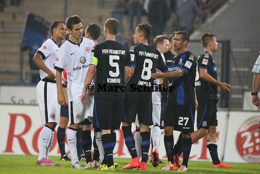 Shake-Hands nach Spielende - FSV Frankfurt vs. Eintracht Frankfurt, Frankfurter Volksbank Stadion