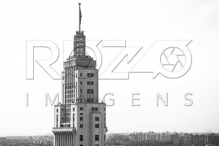 Vista de cima do centro da cidade com Edifício Altino Arantes de 1947 no primeiro plano, São Paulo - SP, 08/2016.