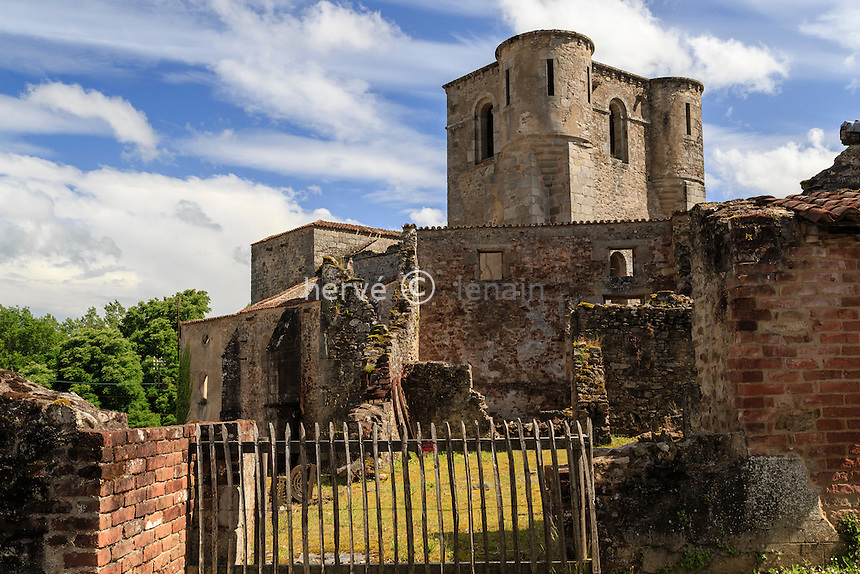 France, Haute-Vienne (87), Oradour-sur-Glane, le village martyr // France, Haute Vienne, Oradour sur Glane, ruins of the original village remain as a memorial