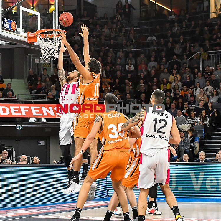 05.01.2020, ratiopharm arena, Neu-Ulm, GER, BBL, ratiopharm ulm vs Telekom Baskets Bonn, <br /> im Bild Trey McKinney-Jones (Bonn, #2) setzt sich gegen Grant Jerrett (Ulm, #11) durch, Derek Willis (Ulm, #35) und Martin Breunig (Bonn, #12) verfolgen die Szene<br /> <br /> Foto © nordphoto / Hafner