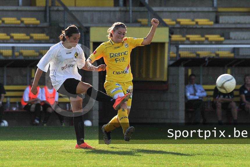 WB Sinaai Girls - WD Lierse SK B : Laura Baetens voor Lien Thoen.foto Joke Vuylsteke / Vrouwenteam.be