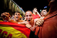 Fan celebrates the victory of Spain