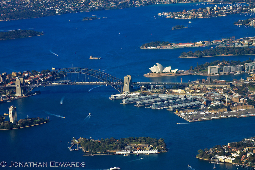 Sydney Harbor, Sydney Opera House, Sydney Harbor Bridge