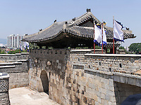 Nordtor Hwaseomun der Festung von Suwon, Provinz Gyeonggi-do, S&uuml;dkorea, Asien, Unesco-Weltkulturerbe<br /> northgate Hwaseomun of fortress Hwaseong, Suwon, Province Gyeonggi-do, South Korea Asia, UNESCO World-heritage