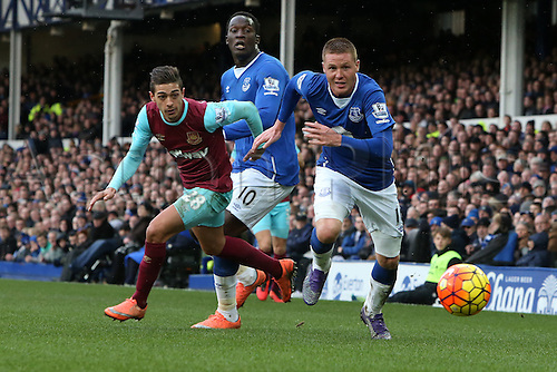 05.03.2016. Goodison Park, Liverpool, England. Barclays Premier League. Everton versus West Ham. James McCarthy of Everton and Manuel Lansing of West Ham United chase a loose ball.