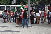CAMPINAS, SP 26.04.2019 - PARALIZAÇÃO - Professores da rede estadual de ensino da cidade de Campinas (SP) e região, fazem nesta sexta-feira (26), uma paralização e se reunem no Largo do Rosário contra a reforma da Previdência e por aumento salarial da categoria. A manifestação segue para São Paulo para se juntar com o ato na Av Paulista. (Foto: Denny Cesare/Código19)