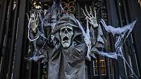 NOVA YORK, EUA, 26.10.2018 - HALLOWEEN-NOVA YORK - Casas sao vistas decorada para dia das Bruxas ( Halloween) na ilha de Manhattan na cidade de Nova York nesta sexta-feira, 26. (Foto: William Volcov/Brazil Photo Press)