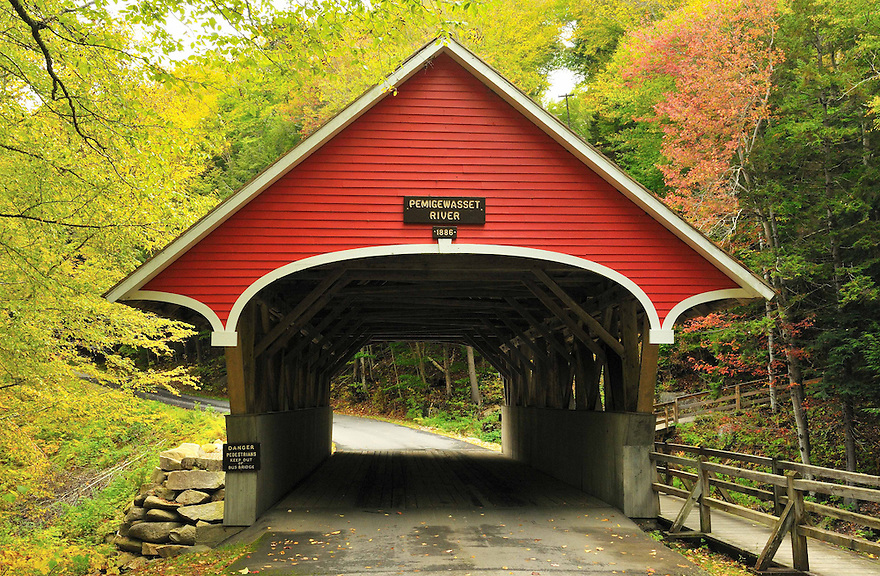 The beautifully kept and oft photographed Flume Covered Bridge spanning the Pemigewasset River @ Flume Gorge