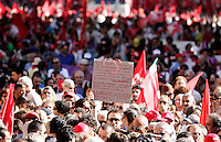 Manifestazione della Cgil  in occasione dello sciopero generale indetto contro la manovra economica del governo, a Roma, 6 settembre 2011..Demonstrators gather during a rally in occasion of the general strike called by the Italian CGIL main union against the government's proposed austerity package, in Rome, 6 september 2011..UPDATE IMAGES PRESS/Riccardo De Luca