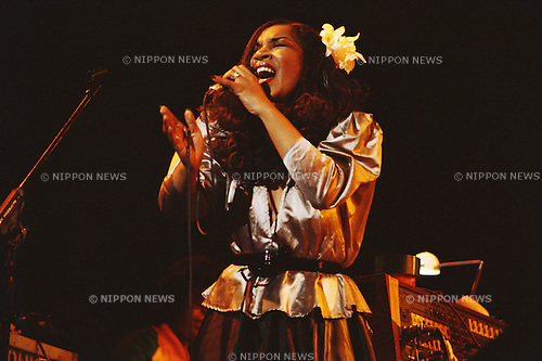 Randy Crawford, Apr, 1982 : Randy Crawford performing at Tokyo, Japan.