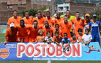 ENVIGADO -COLOMBIA-16-08-2014. Jugadores de Envigado FC posan para una foto previo al encuentro con Boyacá Chicó FC por la fecha 5 de la Liga Postobón II 2014 realizado en el Polideportivo Sur de la ciudad de Envigado./ Players of Envigado FC pose to a photo prior the match against Boyaca Chico FC for the 5th date of the Postobon League II 2014 at Polideportivo Sur in Envigado city.  Photo: VizzorImage/Luis Ríos/STR