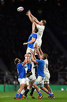 Joe Launchbury of England wins the ball at a lineout. Guinness Six Nations match between England and Italy on March 9, 2019 at Twickenham Stadium in London, England. Photo by: Patrick Khachfe / Onside Images