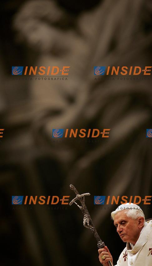 Basilica di San Pietro,  2/2/2006.Pope Benedict XVI leads a mass of the annual 'Candelora', a feast of candles, in Saint Peter's Basilica at the Vatican February 2, 2006...Papa Benedetto XVI durante la messa della Candelora...Photo Andrea Staccioli Insidefoto