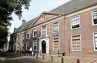 Nederland Hoorn 2016 - Het Sint-Pietershof is een voormalig oudemannen- en vrouwenhuis in het centrum van de Noord-Hollandse stad Hoorn. Het complex omvat een hoofdgebouw en een hofje. Zowel het hoofdgebouw als het hofje is nog altijd in gebruik als wooncomplex voor ouderen, maar nu voor ouderen die zelfstandig kunnen wonen.. Foto Berlinda van Dam / Hollandse Hoogte
