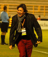 TUNJA - COLOMBIA -22-02-2014: Eduardo Pimentel, tecnico Boyaca Chico FC durante  partido de la fecha séptima por la Liga de Postobon I 2014 en el estadio La Independencia en la ciudad de Tunja. / Eduardo Pimentel, coach of Boyaca Chico FC during a match for seventh date of the Liga de Postobon I 2014 at the La Independencia stadium in Tunja  city. Photo: VizzorImage  / Jose M. Palencia / Str. (Best quality available)